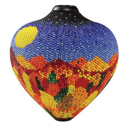 Взгляните, как декорируют вазы Линда Фифилд (Linda Fifield) и её муж Джек.  Это цитата сообщения.