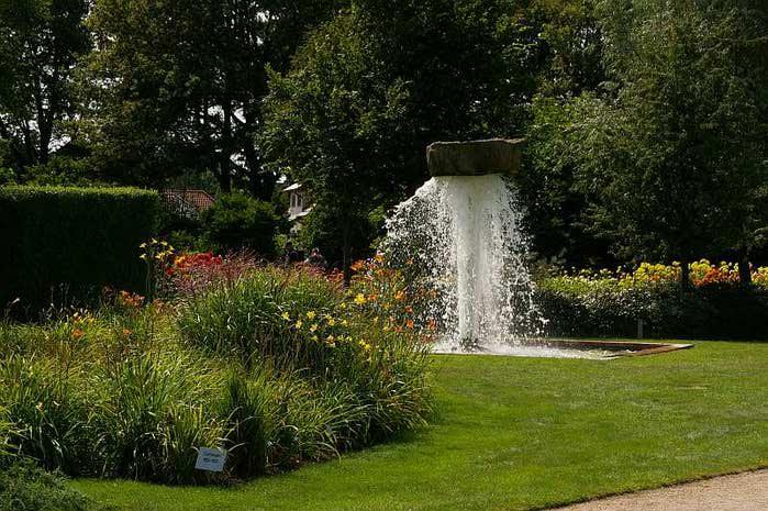 Бад Цвишенан : Park der Garten 46254
