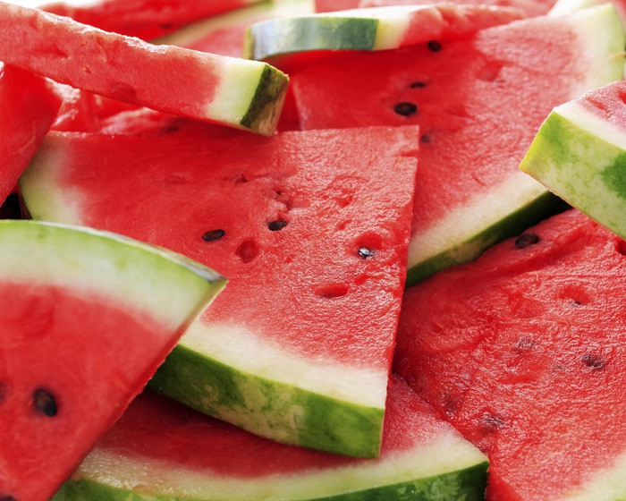 Food_Fruits_and_Berryes_Juicy_watermelon_016500_ (700x560, 121Kb)
