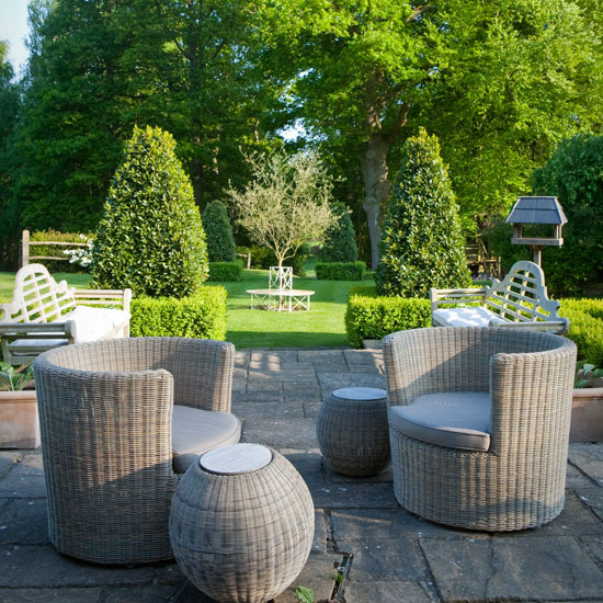 1-traditional-gardens-rattan-garden-furniture (550x550, 164Kb)