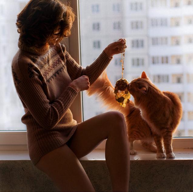 Фото с кошками и девушками