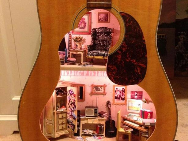 Лоррейн Робинсон. Кукольный домик внутри гитары