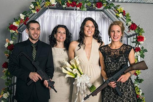 Необычные свадьбы с оружием в Лас Вегасе. Фотографии