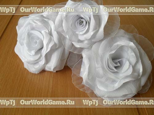 <розы из накрахмаленной ткани