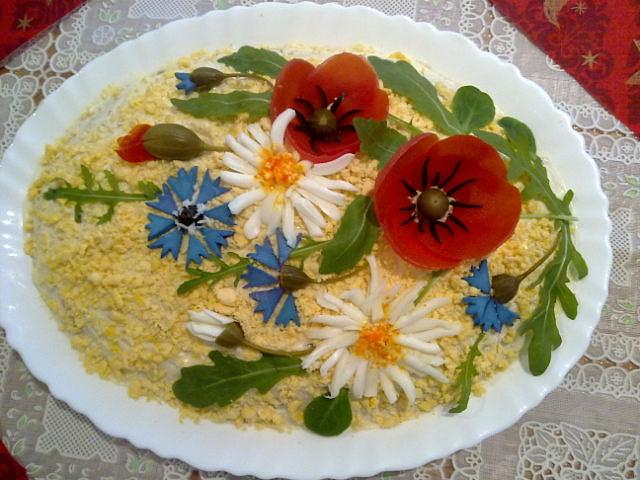 Украшение салатов цветами фото
