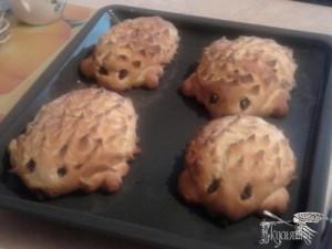 hedgehogs-cookies-with-berries-300x225 (300x225, 17Kb)