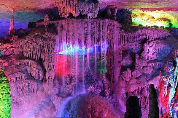 Одна из самых красивейших пещер мира - пещера Тростниковой флейты в Китае (600x400, 74Kb)