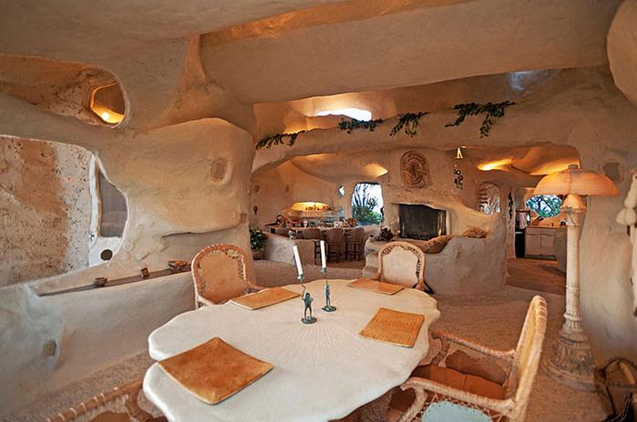 Flintstone-Style-House-in-Malibu11 (700x464, 115Kb)