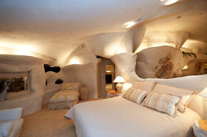 Flintstone-Style-House-in-Malibu6 (700x465, 91Kb)