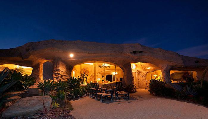 Flintstone-Style-House-in-Malibu2 (700x401, 95Kb)