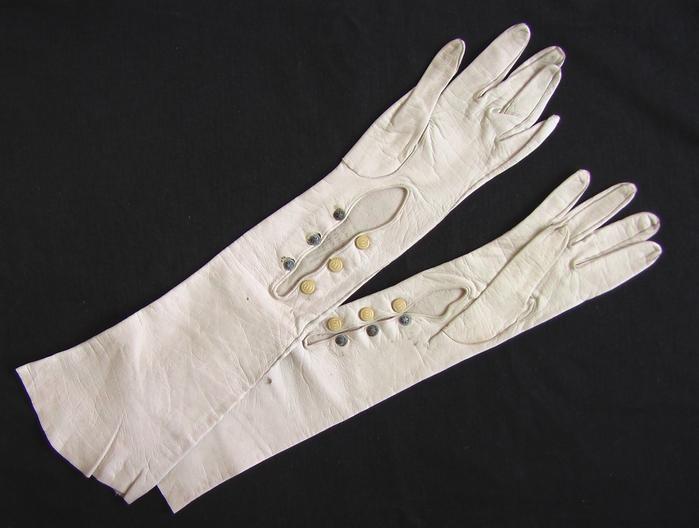 белые-старинные-кожаные-перчатки-на-кнопках-пуговках-1 (700x528, 150Kb)