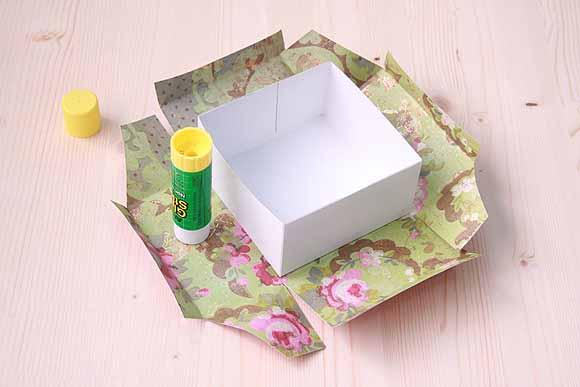 Упаковка подарков своими руками из обоев 5