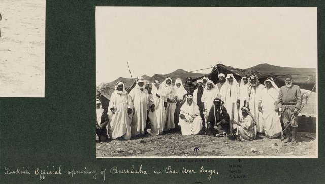 1 Турецкие должностные лица в Беэр-Шеве в довоенные дни. Али Акрам Бей и Хади Саид Шава (640x364, 53Kb)