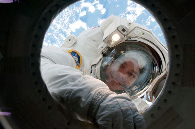 розыгрыш астронавта Оуэн Гарриот/3185107_kosmicheskie_prikoli (670x444, 50Kb)