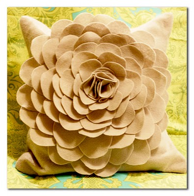 4045361_Flower_Pillow_for_Giveaway (395x400, 46Kb)