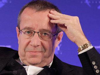 Президент Эстонии заклеил камеру (340x255, 19Kb)