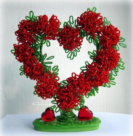 Дерево из бисера с сердечками