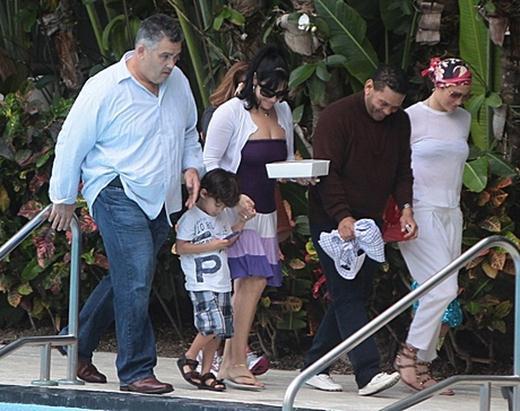 Дженнифер Лопес с детьми отдыхает в Майами. Фотографии