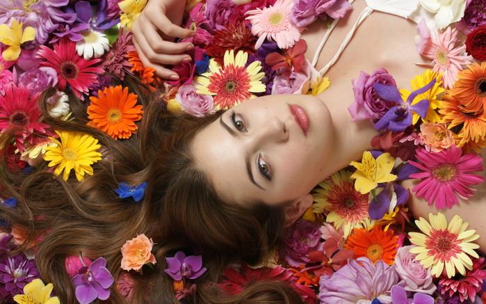 Girls_Girl_among_the_flowers_029164_ (700x437, 125Kb)