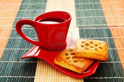 8616004-cup-of-tea-and-fresh-cookies-on-table (400x266, 36Kb)