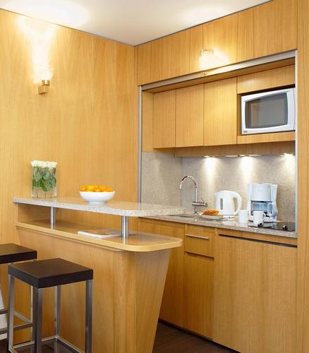 Маленькая кухня - не наказание!:) 96656257_KuhnyaObedennuyyzalvgostiniceResidhomeValdEurope