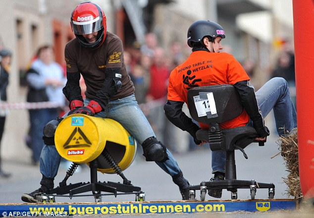 гонки на офисных стульях 4 (634x440, 78Kb)
