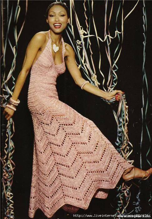 Просто шикарное вязаное платье зигзаг 1 (486x700, 208Kb)