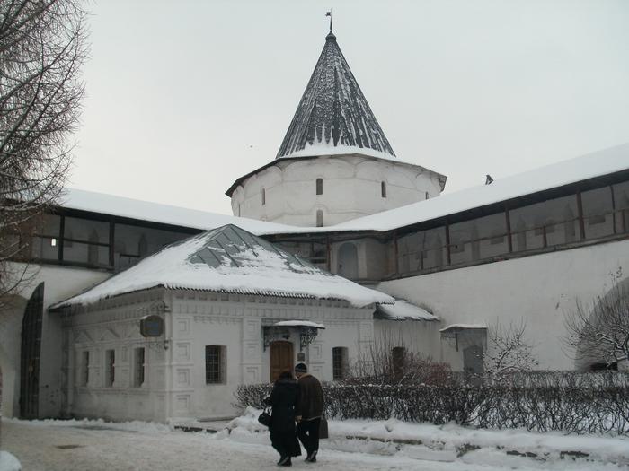 Вход в Ново-Спасский монастырь