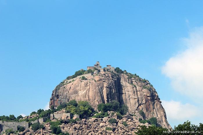Крепость Джинджи, Индия, 1 (700x466, 227Kb)