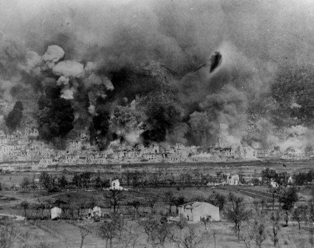 1359357051_Bombing_of_cassino_italy_1944___Bombardirovka_Monte_Kassino (620x489, 62Kb)