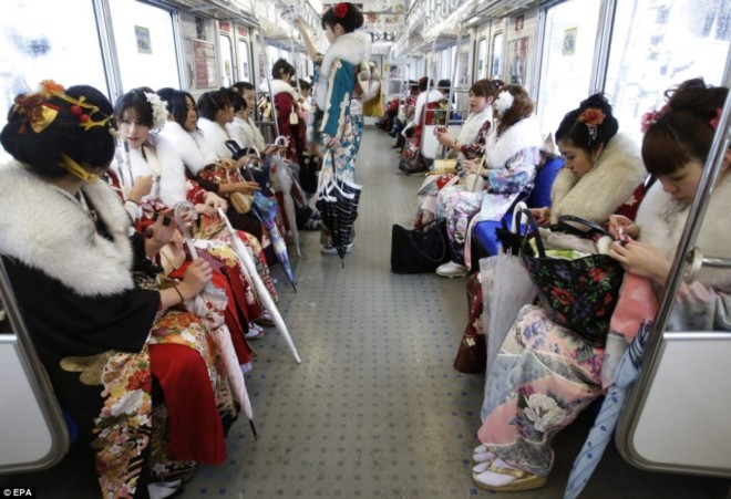 день совершеннолетия в японии фото 4 (660x451, 88Kb)