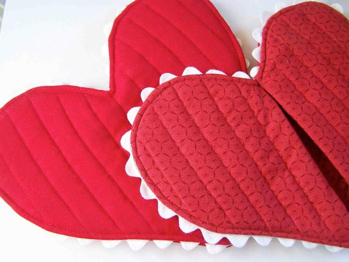 Прихватки сердечки из ткани