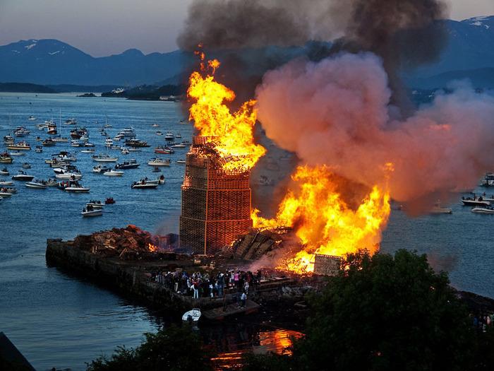 огненная башня Олесунн фото 4 (700x525, 145Kb)