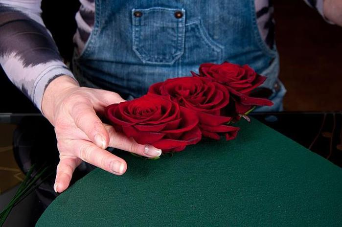 сердце из клубники и роз (4) (700x464, 40Kb)