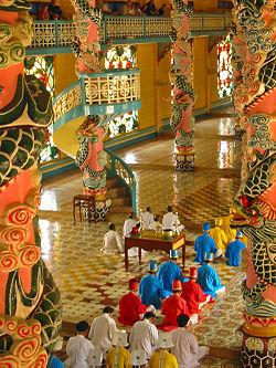 250px-Cao_Dai_temple_(Vietnam) (250x333, 48Kb)