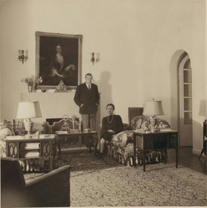 28 Генеральный консул Уодсворт с супругой у себя дома. 21 октября (697x700, 269Kb)