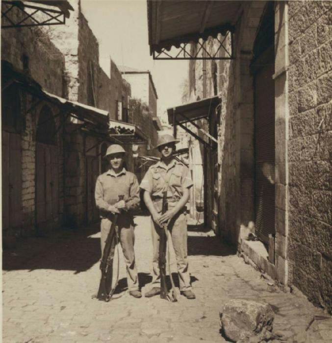 39 Томми на страже возле Дамасских ворот. 22 октября (677x700, 384Kb)