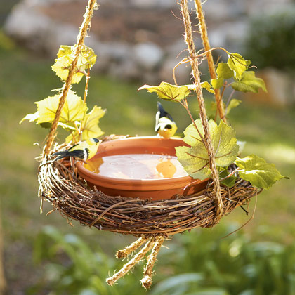 easy-wreath-birdbath-craft-photo-420-FF0509GARDA04 (420x420, 57Kb)