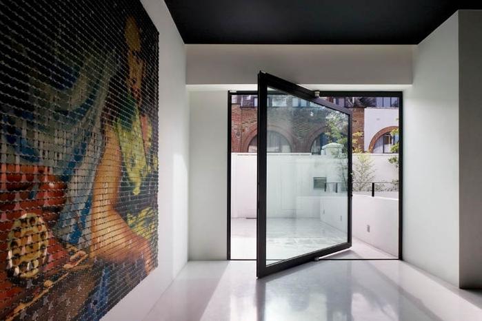 Красивый дом в Лондоне, созданный для музыканта и его жены.  Они хотели превратить дом и гараж в...