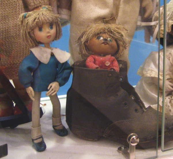 Музей уникальных кукол1 (600x552, 45Kb)