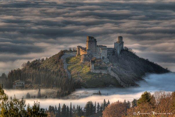 Замок Ассизи, Италия (604x403, 42Kb)