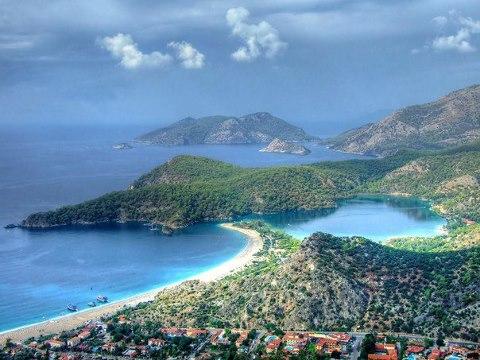 Олюдениз — курортный посёлок, расположенный на Турецком Средиземноморском побережье в 15 км от города Фетхие. В Олюденизе находится Голубая лагуна — национальный заповедник Турции (480x360, 48Kb)