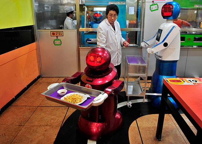 3925073_robotrestaurant3 (700x501, 153Kb)
