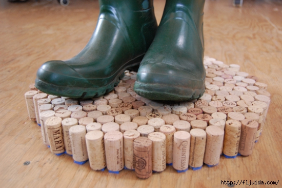 wine-cork-projects-cork-mud-mat-from-michelle-kaufmann (550x366, 156Kb)