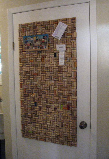 wine-cork-projects-wine-cork-bulletin-board-from-and-sew-it-goes (377x550, 280Kb)