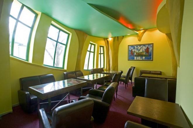 4. При строительстве дома архитекторы воплотили множество необычных и неординарных идей. Это сделало Krzywy Domek всемирно известным и популярным среди туристов и местных жителей (660x439, 33Kb)