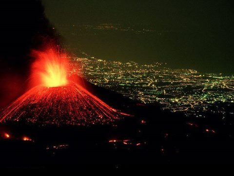 Извержение вулкана Шинмо, одного из группы вулканов Киришима, 26 января 2011 года, остров Кюсю, Япония (480x360, 26Kb)