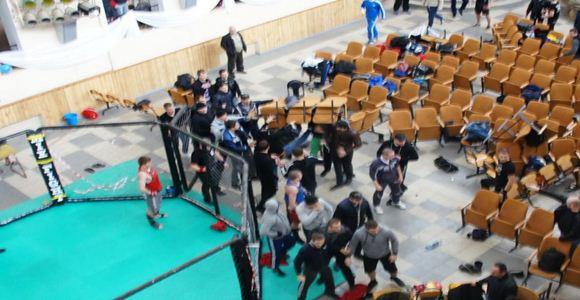 Видео. Драка в молодежном центре Краснодара во время соревнований по смешанным единоборствам