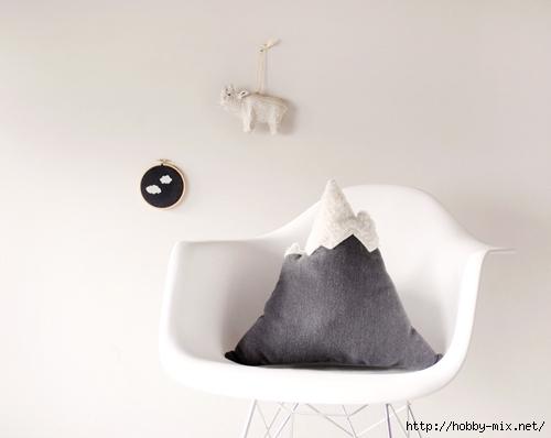 designsponge-diy-12-12-mountain-pillow-1 (500x398, 83Kb)