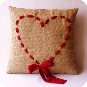 подушка валентинка (367x369, 46Kb)